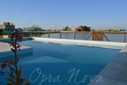 Opra Nova의  정원 수영장