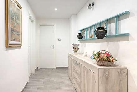 Corridoio: Ingresso & Corridoio in stile  di Facile Ristrutturare