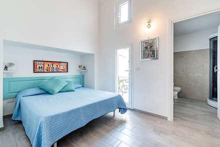 Camera da letto: Camera da letto in stile in stile Classico di Facile Ristrutturare