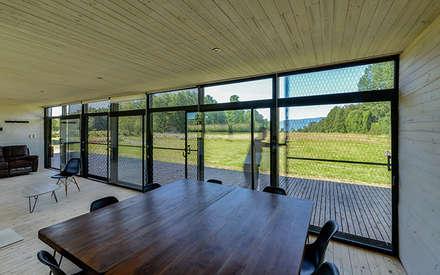 Casa en Molco: Comedores de estilo rural por mutarestudio Arquitectura