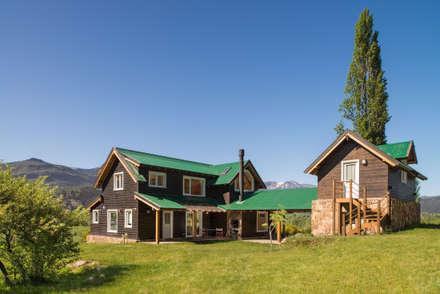 Casas de madeira  por Patagonia Log Homes