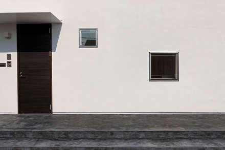 前田篤伸建築都市設計事務所의  플라스틱 창문
