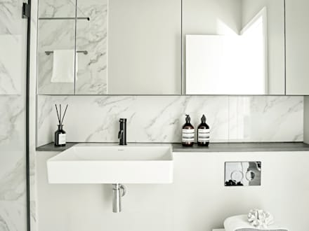 An urban chic mews in Fulham: industrial Bathroom by Tailored Living Interiors