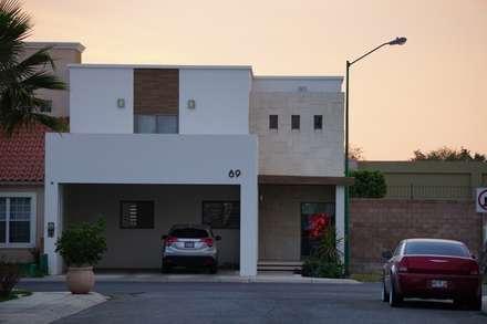 Casas unifamilares de estilo  de GPro - Gabinete de Proyectos