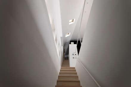 บันได by 前田篤伸建築都市設計事務所
