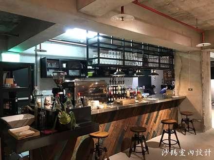 吧檯:  辦公室&店面 by 沙瑪室內裝修有限公司