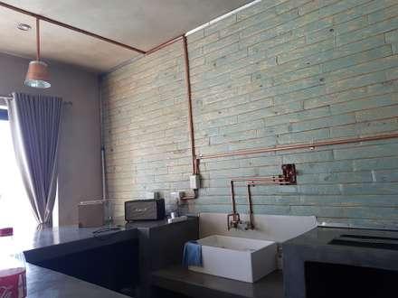 Home : rustic Dining room by Kru Energy