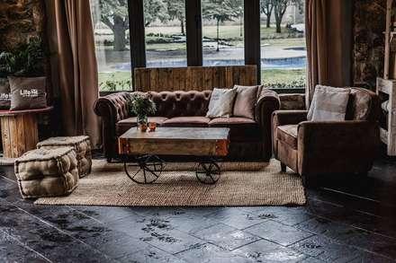 Armonía perfecta.: Salones de estilo rural de Muebles Marieta