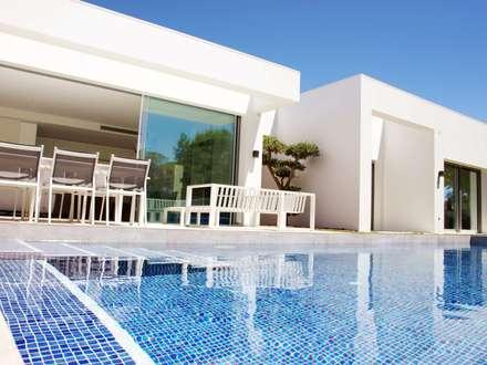 Residencial Naranjo: Casas unifamilares de estilo  de 2J Arquitectura