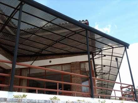 Diego Alejandro Acevedo의  부섭 지붕