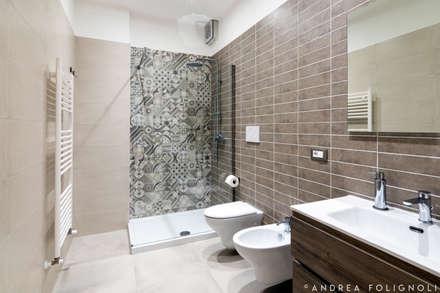 TAVERNETTA: Bagno in stile in stile Rustico di TREDES