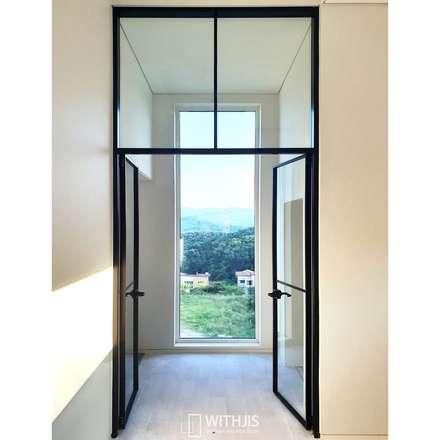 Puertas de vidrio de estilo  por WITHJIS(위드지스)