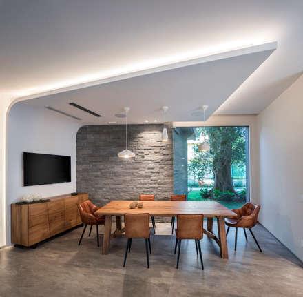 Villa Vittorio: Sala da pranzo in stile in stile Moderno di  INO PIAZZA studio