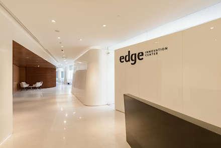 Edge Innovation Center en Cairo : Oficinas y Tiendas de estilo  de YLAB Arquitectos