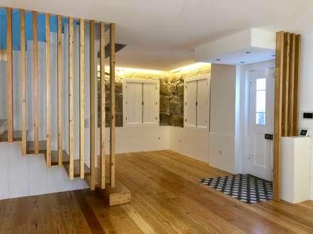 MORADIA FRANCOS: Salas de estar ecléticas por M+ARQ   Arquitectura