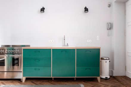 Built-in kitchens by Loft Kolasiński