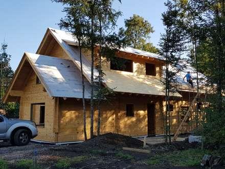 Construcción de Casa de madera en Pucón, Chile.: Casas de estilo escandinavo por Patagonia Log Homes