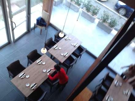 asian Dining room by ASCARI I FALEGNAMI