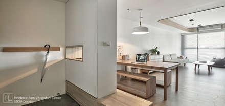 Residence Jiang   /  蔣     宅:  走廊 & 玄關 by SECONDstudio