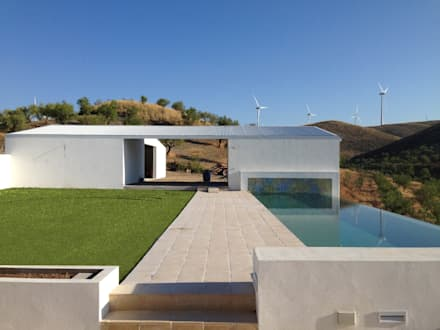 Infinity pool by ÁVILA ARQUITECTOS