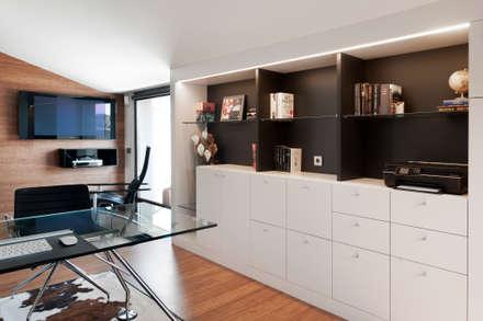 Residencial 3: Estudios y despachos de estilo moderno de Sambori Design