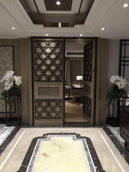 Porte interne in stile  di 北京大尺概念/柏品設計(台北)