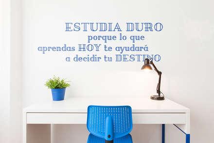 Reforma integral para un estudio de estudiantes en A Coruña: Estudios y despachos de estilo moderno de Imaisdé Design Studio