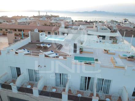 Petit H en la Colonia de San Pere: Piscinas de estilo mediterráneo de UNIC POOLS® > Piscinas Ligeras