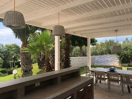 Gazebo in Sicilia: Giardino in stile in stile Mediterraneo di studio Agostoni e Sallemi