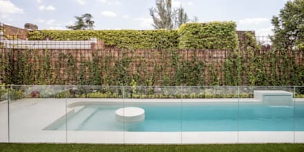 : Piscinas de jardín de estilo  de CRÜ studio