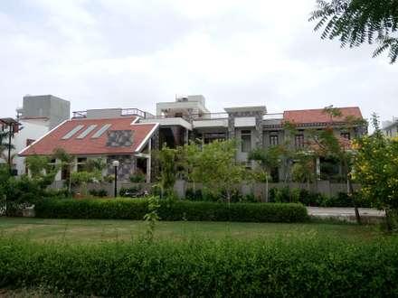 บ้านประหยัดพลังงาน by Hardik Soni Architects