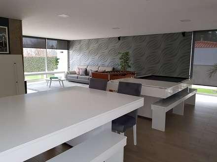 Remodelação Moradia de Luxo em Barcelos: Salas multimédia modernas por Atelier Kátia Koelho