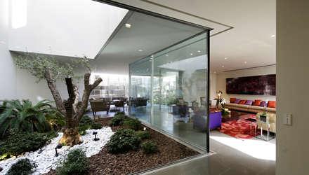 Proyecto arquitectónico. Construcción de una vivienda en Kwait: Jardines de invierno de estilo moderno de AGi architects