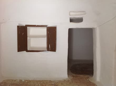 Interno - prima del restauro: Cucina in stile in stile Mediterraneo di Architetto Floriana Errico