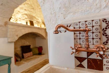 """Trullo """"LA PERLA"""": Cucina in stile in stile Mediterraneo di Architetto Floriana Errico"""