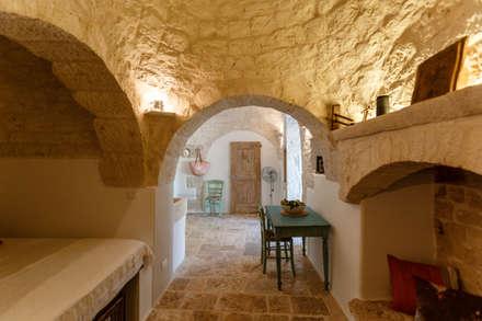 Corridor & hallway by Architetto Floriana Errico