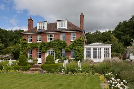 Elegant Georgian orangery with separate side entrance adjoining the home.: classic Conservatory by Vale Garden Houses