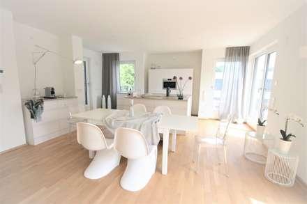 Penthouse-Wohnung - Inszenierung  für den Verkauf:  Küchenzeile von Münchner home staging Agentur GESCHKA