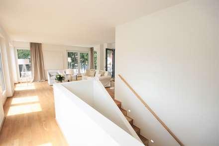 บันได by Münchner home staging Agentur GESCHKA