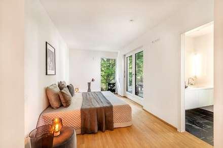 Penthouse-Wohnung - Inszenierung  für den Verkauf: klassische Schlafzimmer von Münchner home staging Agentur GESCHKA