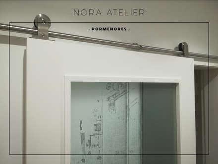 Puertas de estilo  por Nora Atelier