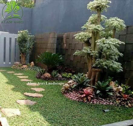Jardins de pedras  por Jasa Tukang Taman Surabaya dan Kolam Koi Surabaya