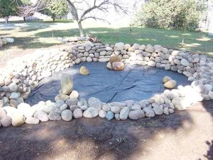 Garden Pond by Francisco jardinagem