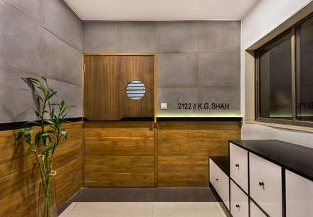 Porte in stile  di Studio Nishita Kamdar