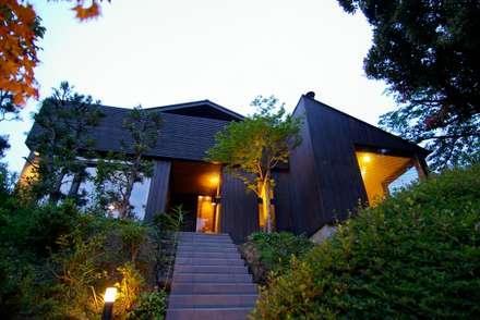 Casa di legno in stile  di Sデザイン設計一級建築士事務所