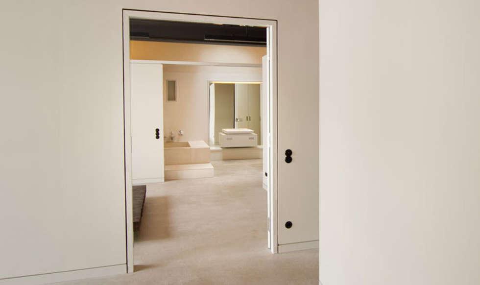 Loft Wedding // Schlafzimmer: industriale Badezimmer von designyougo - architects and designers
