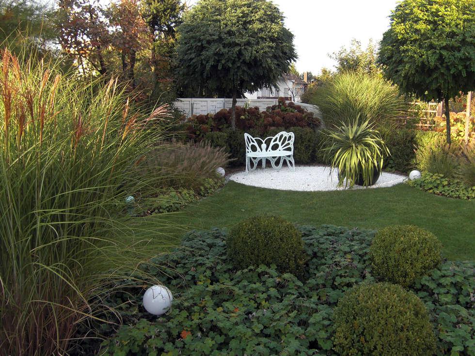 Gräser  Und Buchsgarten: Moderner Garten Von Planungsbüro STEFAN LAPORT