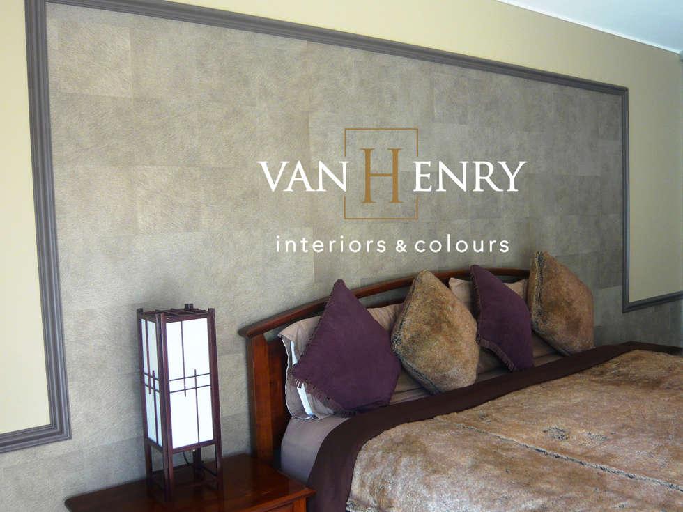 African way of life: moderne Schlafzimmer von vanHenry interiors & colours