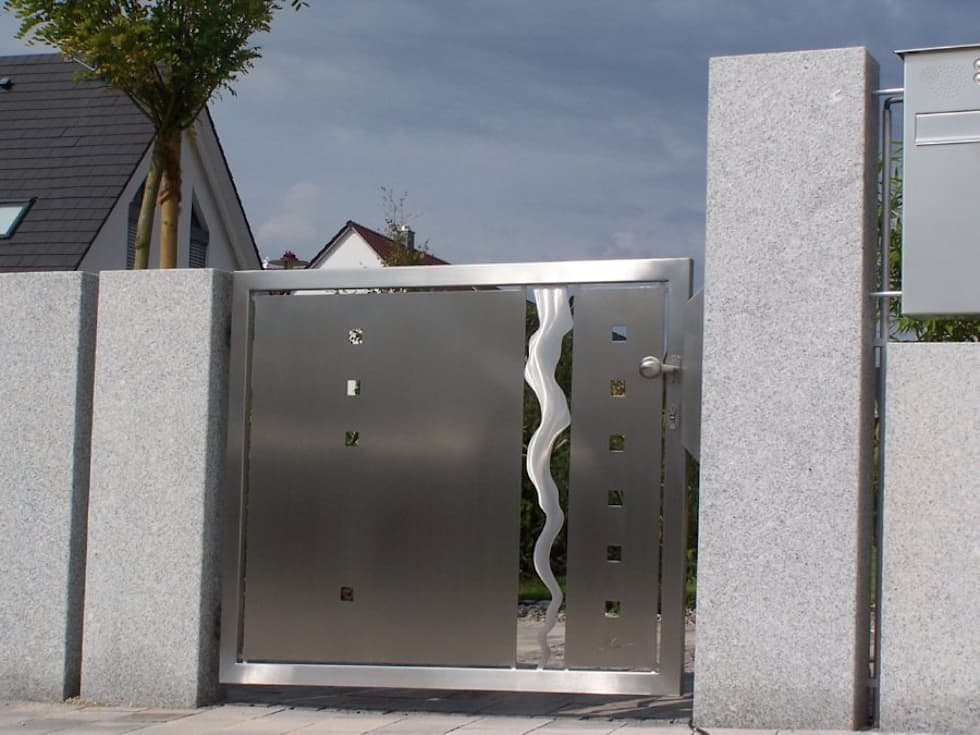 Edelstahltore: moderner Garten von Edelstahl Atelier Crouse - Stainless Steel Atelier