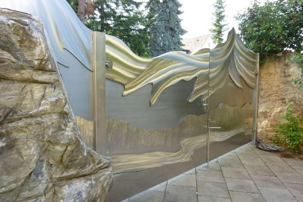 Edelstahltore: ausgefallener Garten von Edelstahl Atelier Crouse - Stainless Steel Atelier